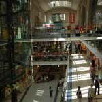 Pusat perbelanjaan tga lantai di Leipzig Hauptbahnhof