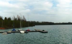 Berlayar di danau