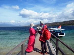Snorkeling dengan baju renang muslimah
